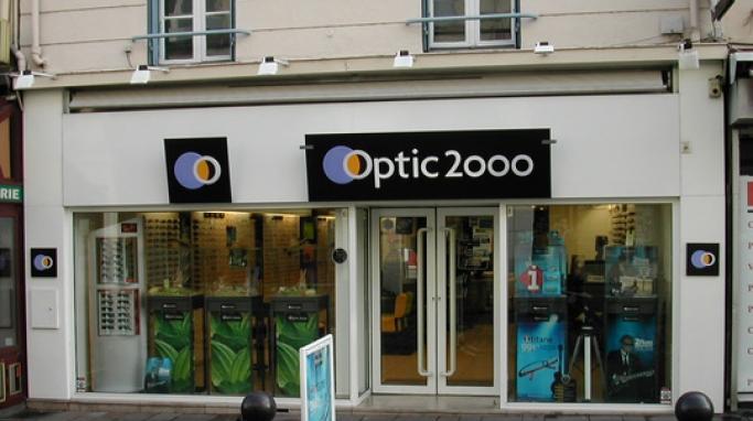 optic 2000 essayage de lunette en ligne Optic 2000, enseigne spécialisée dans la distribution de lunettes et d'appareils auditifs, teste un nouveau dispositif aux quatre temps, pour la sortie de sa nouvelle collection « devenez inimitable .